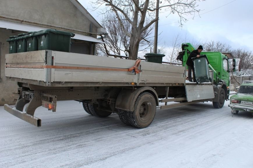 Жителям частного сектора Симферополя раздают персональные мусорные баки (ФОТО) (фото) - фото 3
