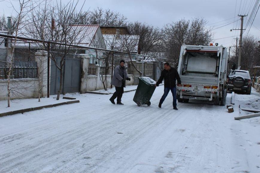 Жителям частного сектора Симферополя раздают персональные мусорные баки (ФОТО) (фото) - фото 6