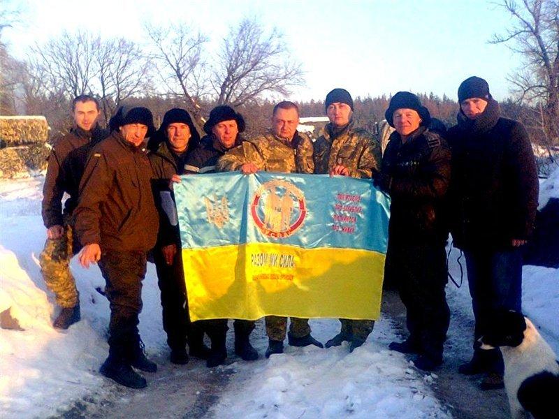 Прикарпатські волонтери возили на передову різдвяні гостинці (фото) - фото 1