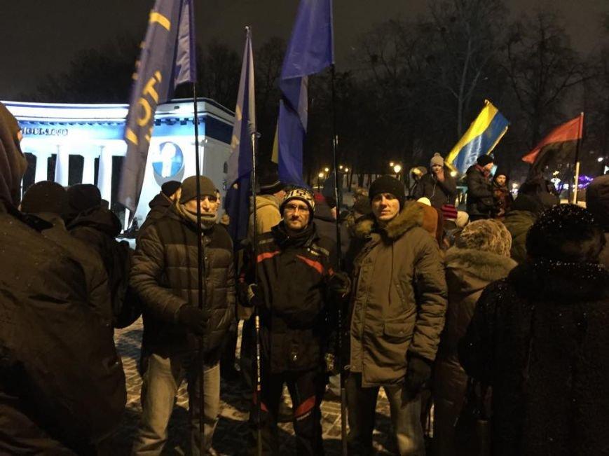 В Киеве Правый сектор жег покрышки на Грушевского (ФОТО), фото-1