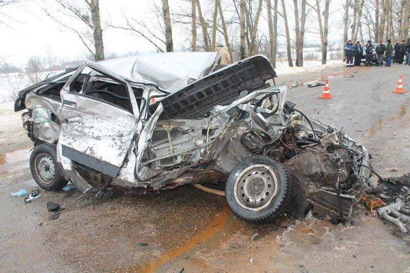 В Белгородской области в столкновении легковушки с «КамАЗом» погибла женщина (фото) - фото 1