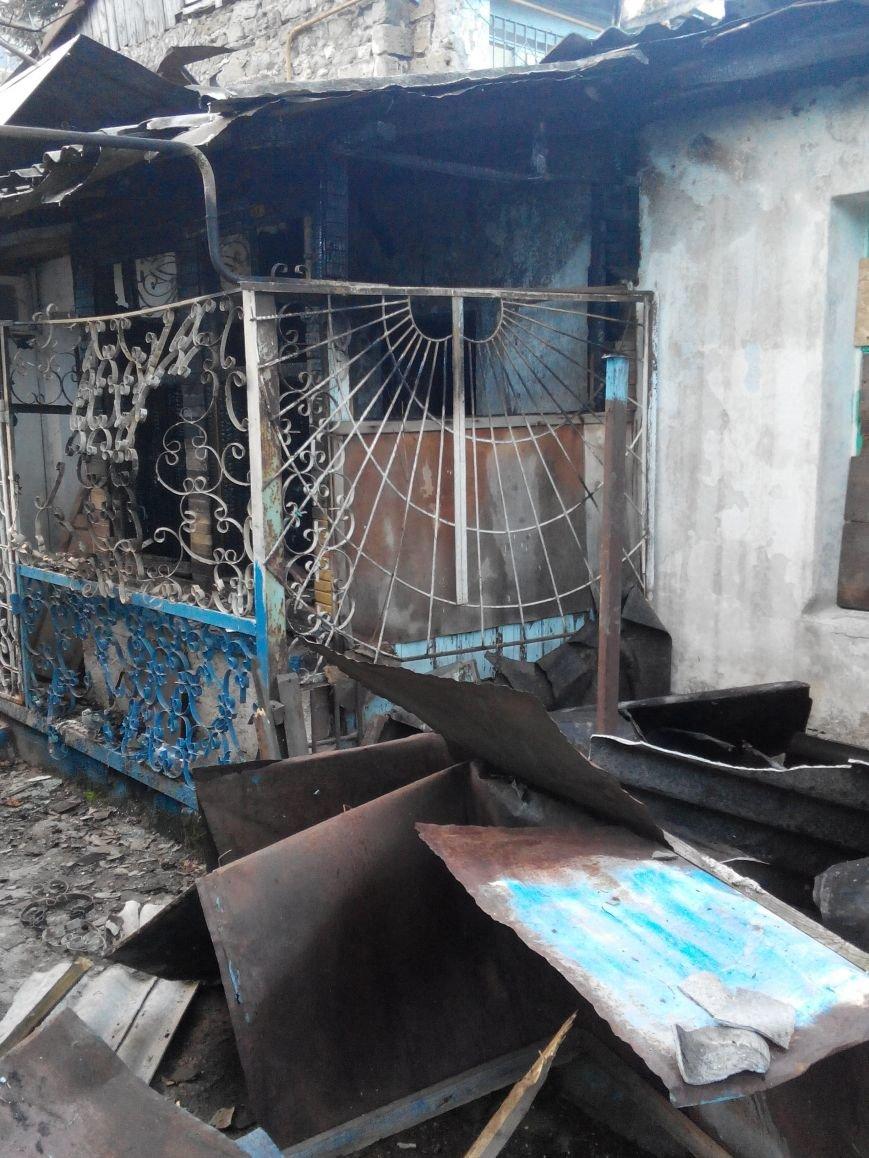 В пожаре по ул. Прибрежной в Ялте пострадало несколько квартир, фото-1