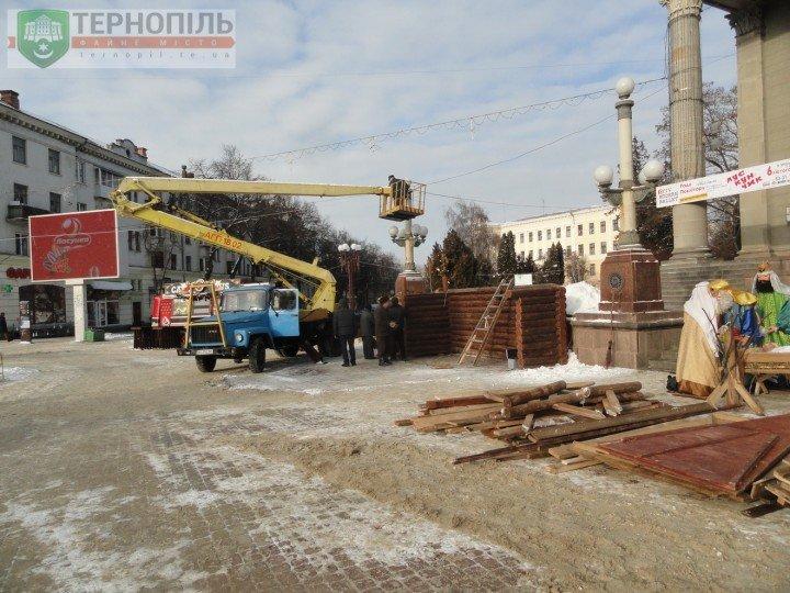 Сьогодні у Тернополі з Театрального майдану демонтують різдвяну шопку (фото) (фото) - фото 1