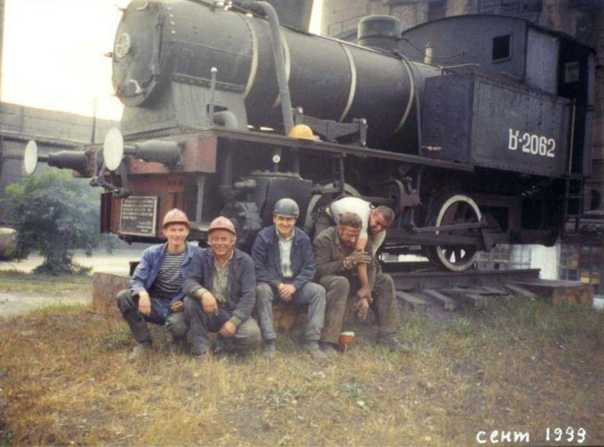 2. Работникам агломерационного цеха в свое время очень нравился памятник паровозу