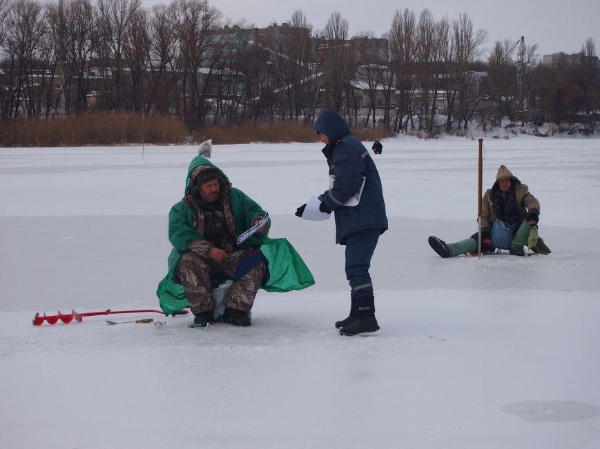 Днепродзержинским рыбаками напомнили о правилах безопасности на льду (фото) - фото 2