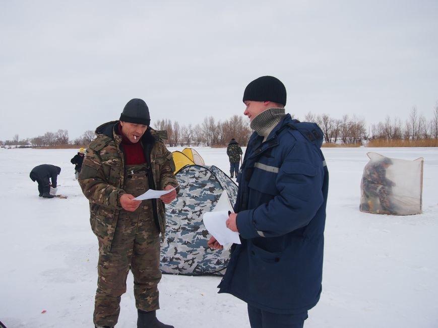 Днепродзержинским рыбаками напомнили о правилах безопасности на льду (фото) - фото 3