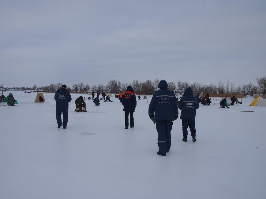 Днепродзержинским рыбаками напомнили о правилах безопасности на льду (фото) - фото 1