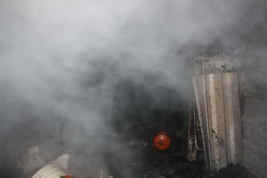 Запорожские спасатели вынесли из огня 72-летнюю женщину, - ФОТО (фото) - фото 4