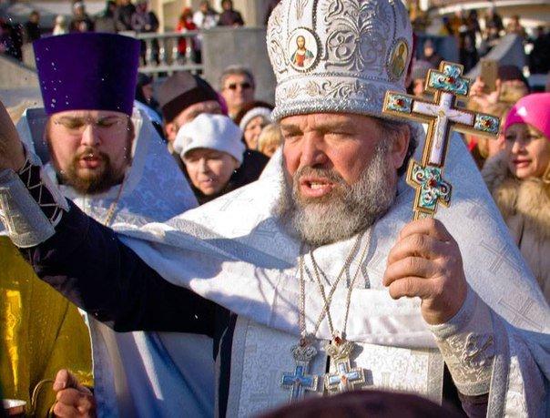 В Ялте не Крещение традиционно окропляли морскую воду, купались и выпускали белых голубей (фото) - фото 1