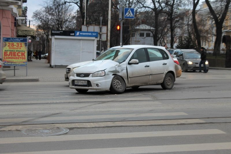 ДТП в центре Ростова: маршрутка протаранила два автомобиля, фото-5