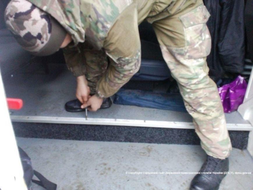Через КПВВ «Зайцево» пытались ввезти контрабандные сигареты, фото-5