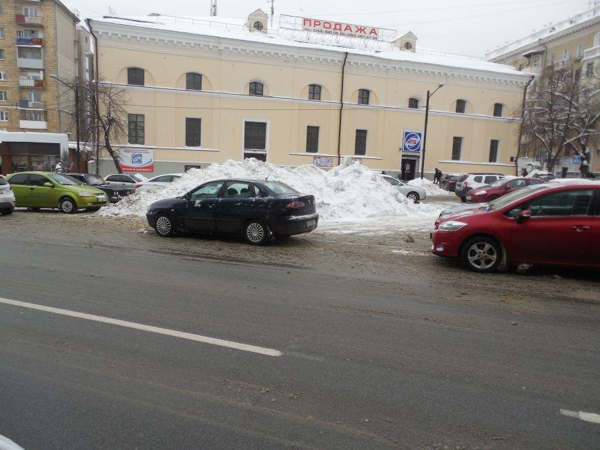 Харьковские «Альпы» и «Гималаи»: как в городе борются со снежными заносами (ФОТОФАКТ) (фото) - фото 3
