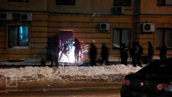 В Киеве ночью сотрудники СБУ штурмовали офис на Дмитриевской, - СМИ (ФОТО) (фото) - фото 1