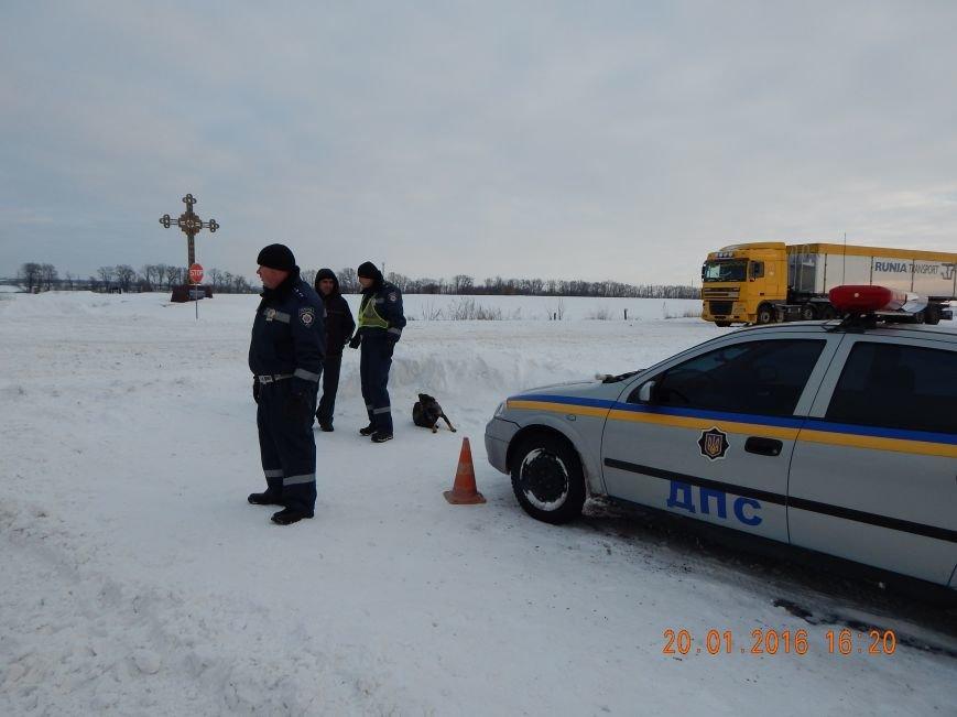 Днепродзержинские полицейские помогли извлечь автомобили из снежной ловушки (фото) - фото 5