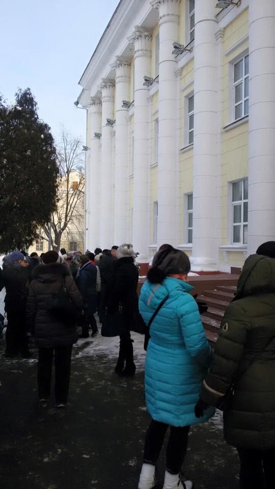 Полоцкие предприниматели собрались у райисполкома для встречи с властями (фото) - фото 3