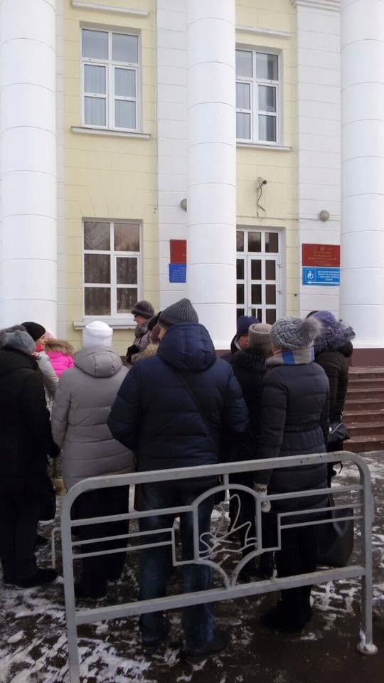 Полоцкие предприниматели собрались у райисполкома для встречи с властями (фото) - фото 4