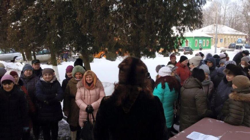 Полоцкие предприниматели собрались у райисполкома для встречи с властями (фото) - фото 1