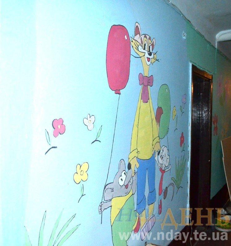 Тернополяни розмалювали стіни гуртожитку малюнками з мультиків (фото) - фото 1