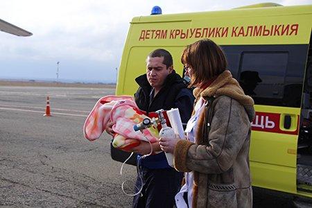 Тяжелобольных рожениц и младенцев отправили спецбортом из Симферополя в Москву (ФОТО), фото-2
