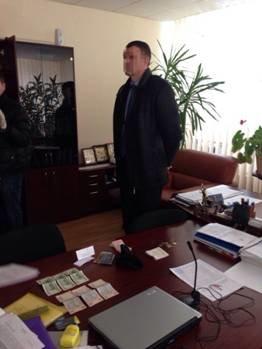 В Харькове судья-взяточник пытался в принудительно выселить человека из квартиры (фото) - фото 1