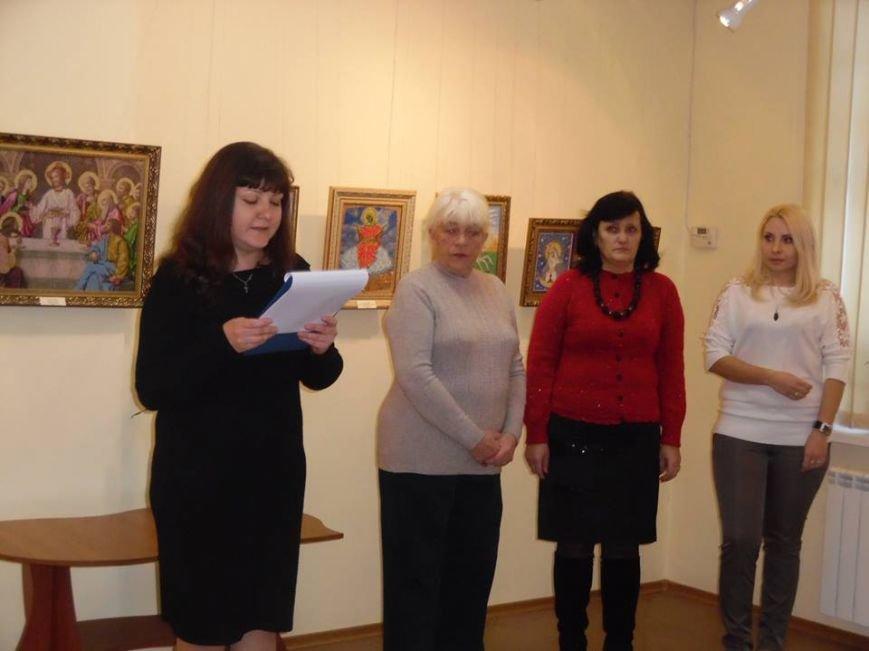Бердянские умелицы восхитили своим мастерством посетителей БХМ (фото) - фото 1