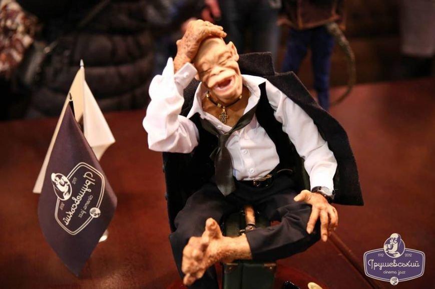 Львівські митці створили міні-копії відомих українців в образах мавп (ФОТО), фото-7