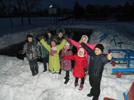 В Центрально-Городском районе криврожане залили территорию школ под каток  (ФОТО) (фото) - фото 1