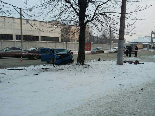 На вул. Городоцькій автомобіль збив на смерть жінку. Опубліковані фото з місця події (ФОТО) (фото) - фото 2