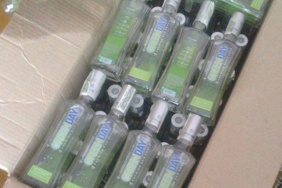 На Львівщині 55-річний чоловік у власному будинку незаконно виготовляв горілчані вироби відомих брендів (ФОТО) (фото) - фото 1