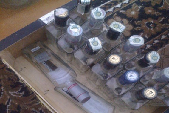 На Львівщині 55-річний чоловік у власному будинку незаконно виготовляв горілчані вироби відомих брендів (ФОТО) (фото) - фото 2