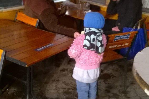 Поліція затримала жінку, яка використовувала своїх дітей для жебрацтва (ФОТО) (фото) - фото 1