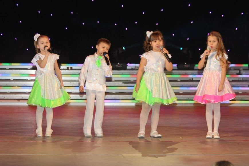 В Нижневартовске отметили начало года детства в Югре праздничным концертом (фото) - фото 11