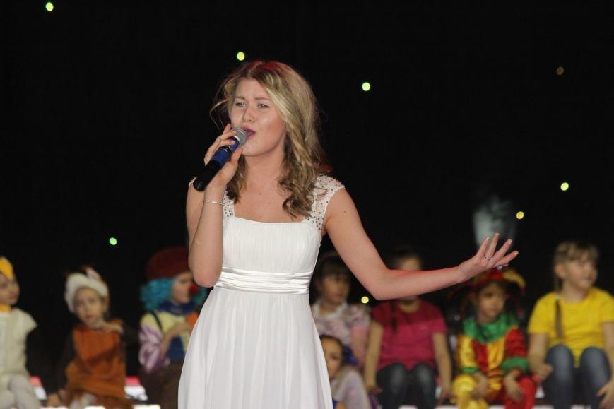В Нижневартовске отметили начало года детства в Югре праздничным концертом (фото) - фото 13