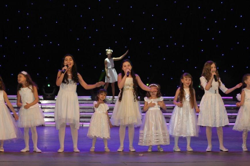 В Нижневартовске отметили начало года детства в Югре праздничным концертом (фото) - фото 3