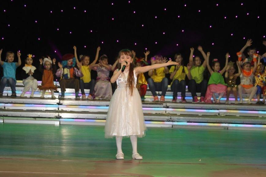В Нижневартовске отметили начало года детства в Югре праздничным концертом (фото) - фото 5