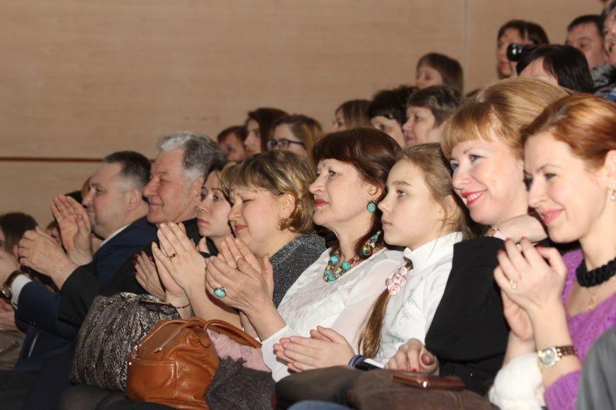 В Нижневартовске отметили начало года детства в Югре праздничным концертом (фото) - фото 4