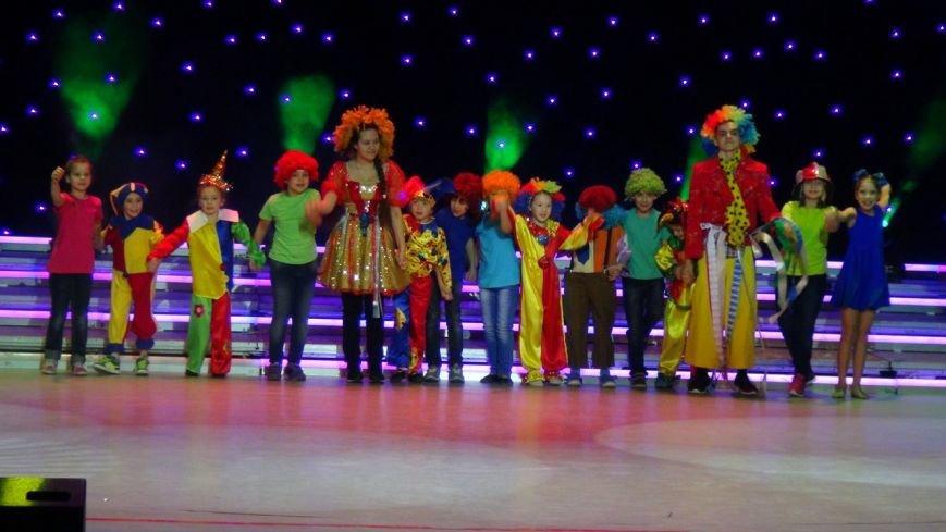 В Нижневартовске отметили начало года детства в Югре праздничным концертом (фото) - фото 1