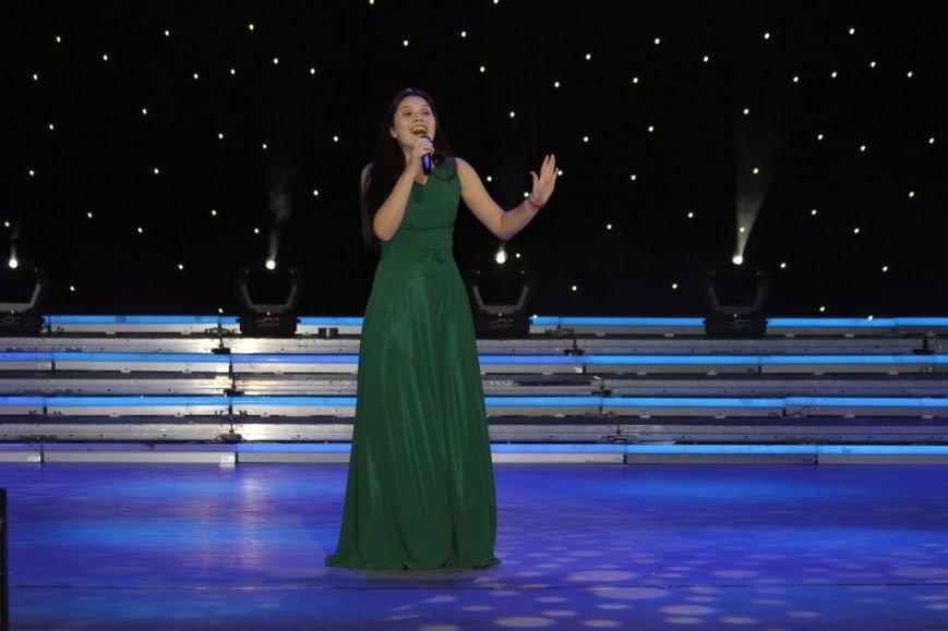 В Нижневартовске отметили начало года детства в Югре праздничным концертом (фото) - фото 6
