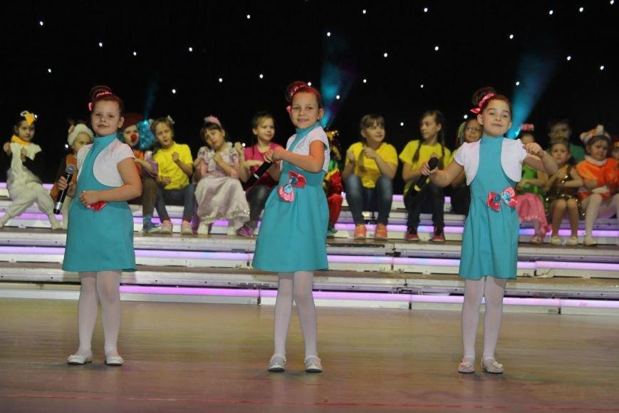 В Нижневартовске отметили начало года детства в Югре праздничным концертом (фото) - фото 9