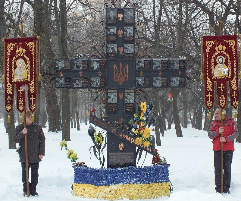 У Черкасах сьогодні відзначили День Соборності та Свободи України (ФОТО) (фото) - фото 3