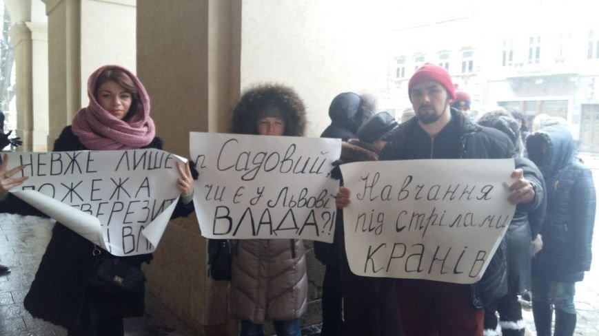 Львыв'яни протесутють проти незаконного будівництва на перетині вулиць Соснова - Варшавська (ФОТО) (фото) - фото 1