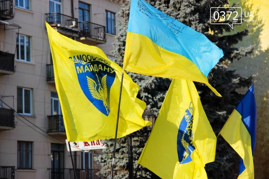 У Чернівцях на Центральній площі утворили ланцюг єдності (фото) - фото 1