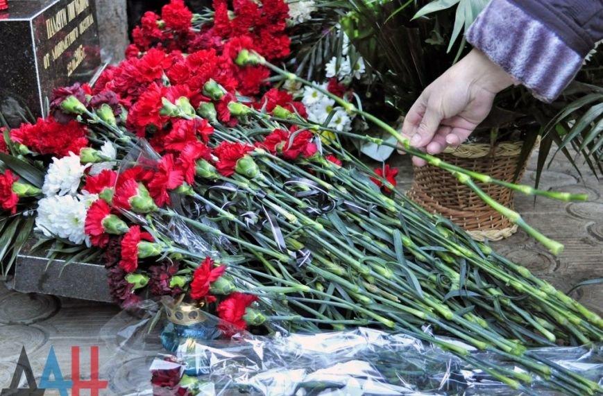 В Донецке открыли памятный знак жертвам трагедии на Боссе (фото) (фото) - фото 1