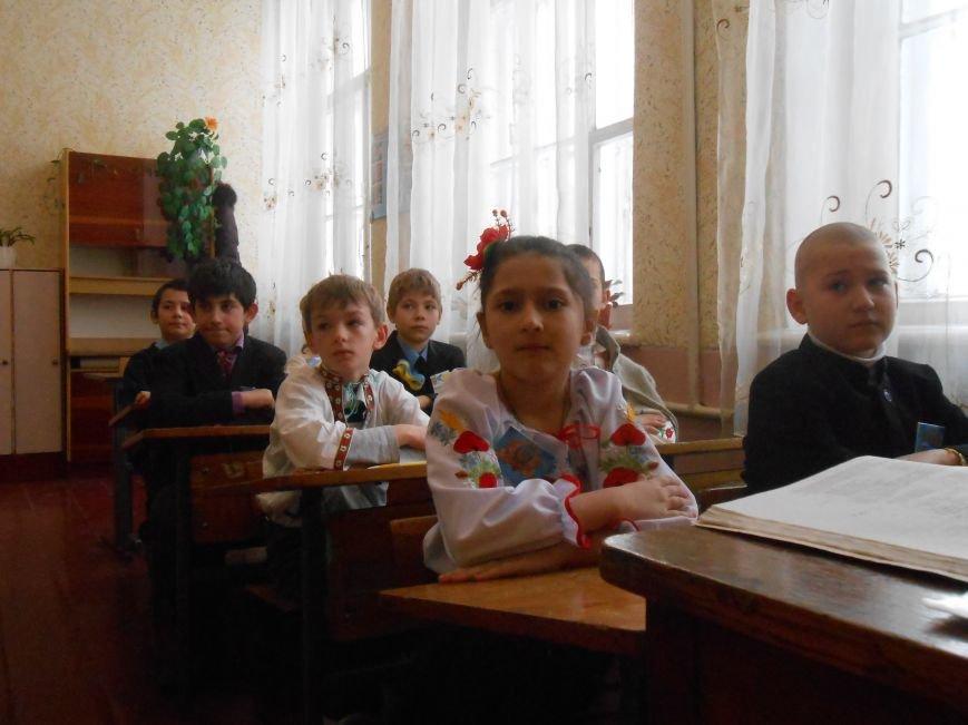 В Днепродзержинске студенты поздравили школьников с Днем Соборности (фото) - фото 2