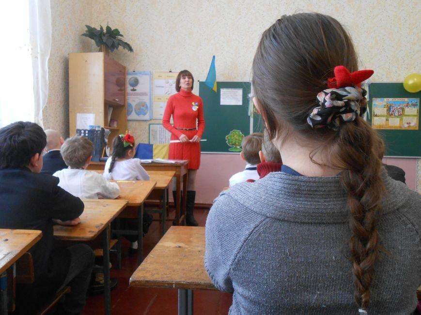 В Днепродзержинске студенты поздравили школьников с Днем Соборности (фото) - фото 4