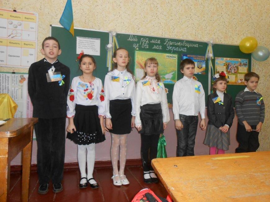 В Днепродзержинске студенты поздравили школьников с Днем Соборности (фото) - фото 6