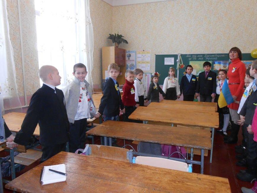 В Днепродзержинске студенты поздравили школьников с Днем Соборности (фото) - фото 7