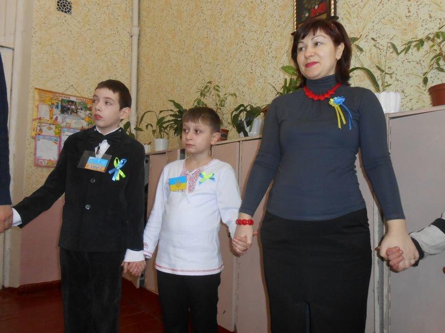В Днепродзержинске студенты поздравили школьников с Днем Соборности (фото) - фото 8
