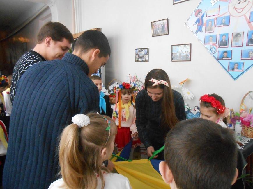 В Днепродзержинске студенты поздравили школьников с Днем Соборности (фото) - фото 12