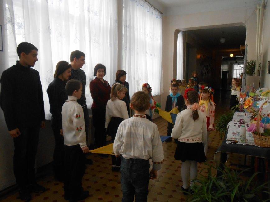 В Днепродзержинске студенты поздравили школьников с Днем Соборности (фото) - фото 11